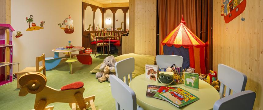 Switzerland_Wengen_Hotel-Beausite-Park-Jungfrau-Spa_childrens-playroom.jpg